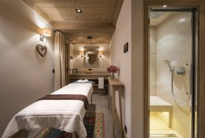 Chalet Valentine has been nominated for Best Ski Chalet in France at the World Ski Awards 2017. Here a massage table and the hammam to the right