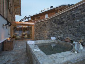 Outdoor hot tub at Chalet 1597