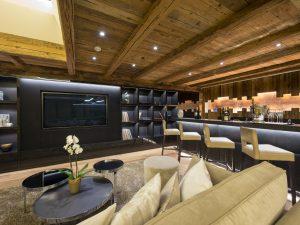 Überhaus Cinema Room & Bar