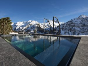 Überhaus Outdoor Pool