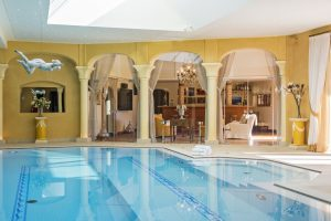 The swimming pool of Bella Coola in Verbier