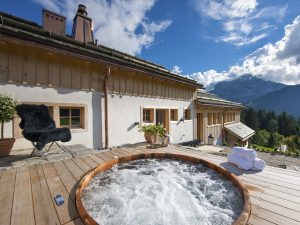 Luxury chalet with outdoor hot tub in the summer
