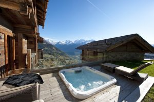 Chalet Tigre outdoor hot tub