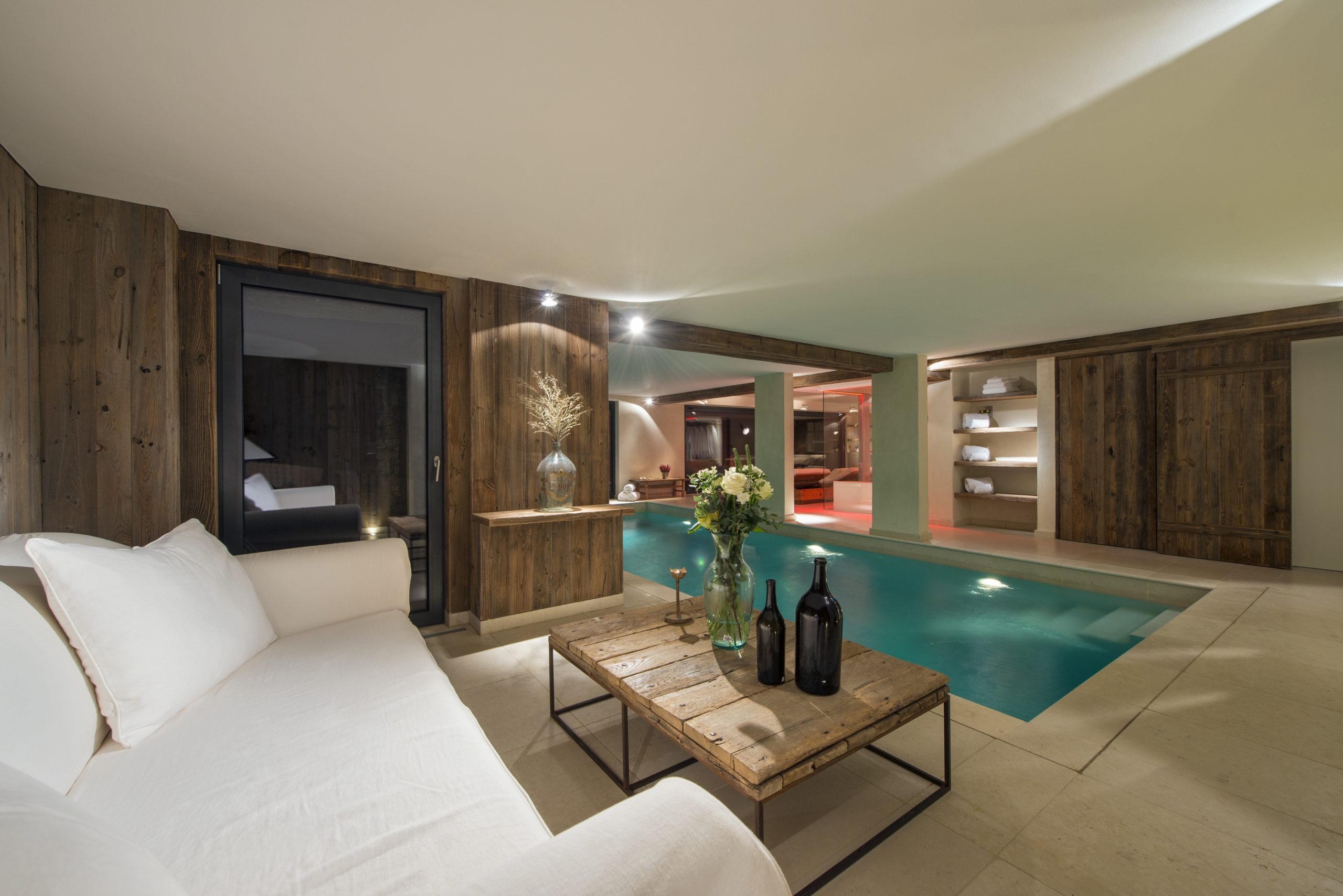 Chalet 1936`s beautiful spa and pool