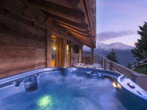 Chalet Alpin Roc outdoor hot tub