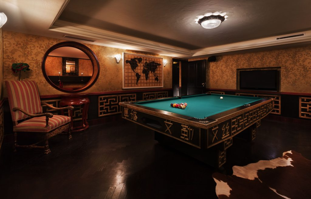 Adult games rooms