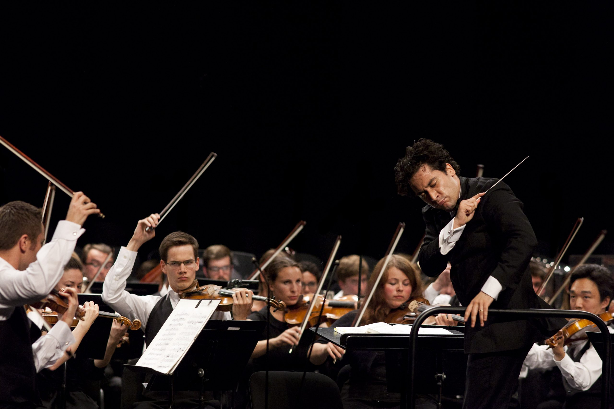 Andrés Orozco Estrade closing off the final dramatic crescendo of the Verbier Festival Orchestra